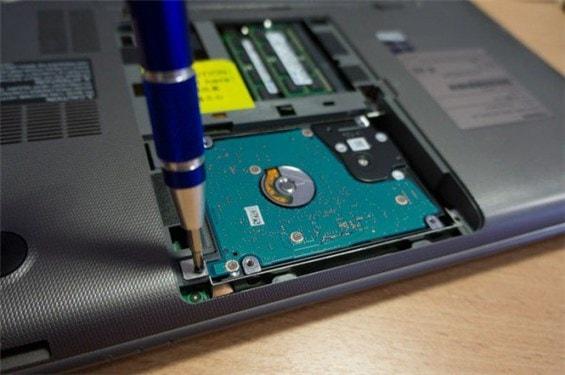 Schritt 3. Ersetze die HDD durch die SSD.